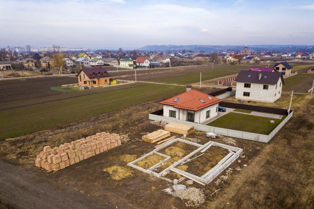 działka budowlana z domem