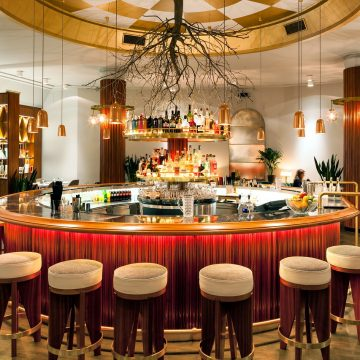 W co wyposażyć hotelowy bar?