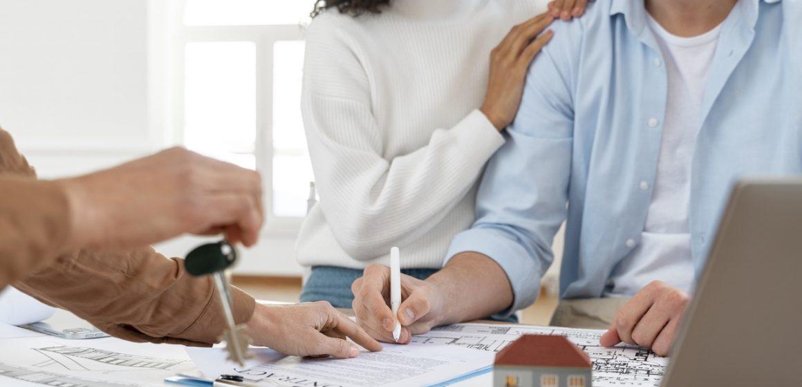 podpisywanie umowy wynajmu