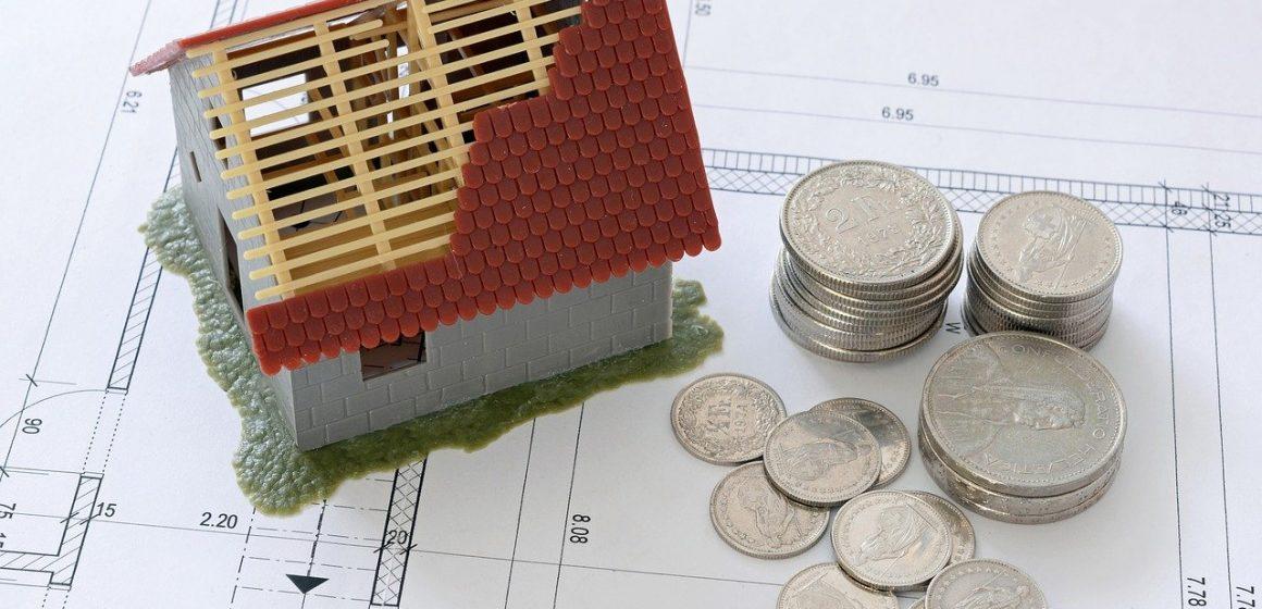 grafika: domek i pieniądze