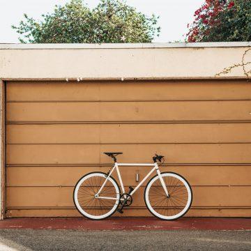 Odległość garażu od granicy działki 2021. Co mówi prawo?