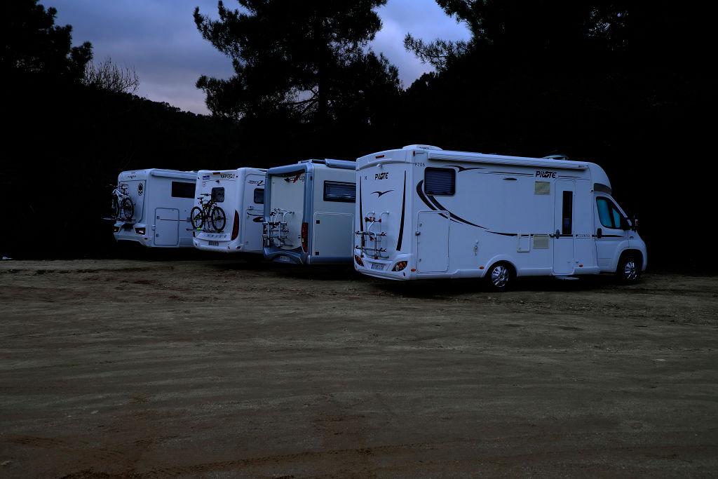 kampery na parkingu