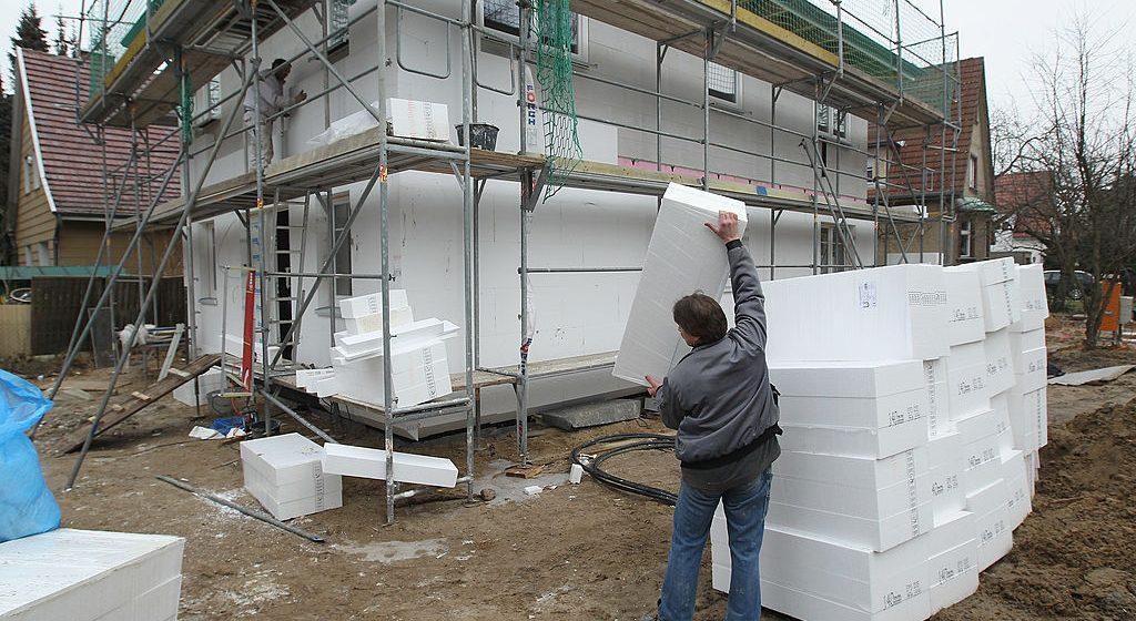 budowa domu - ocieplenie styropianem